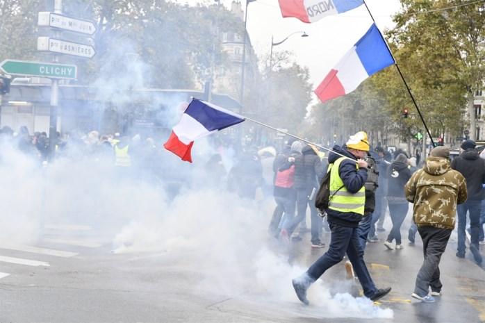 Traangas en arrestaties bij 'viering' van eerste verjaardag 'gele hesjes' in Parijs