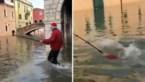 Door 'selfies geobsedeerde' toerist duikelt in kanaal van overstroomd Venetië
