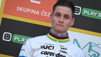 """Mathieu van der Poel (24) draagt winst op aan overleden opa: """"Hopelijk heb je ervan genoten"""