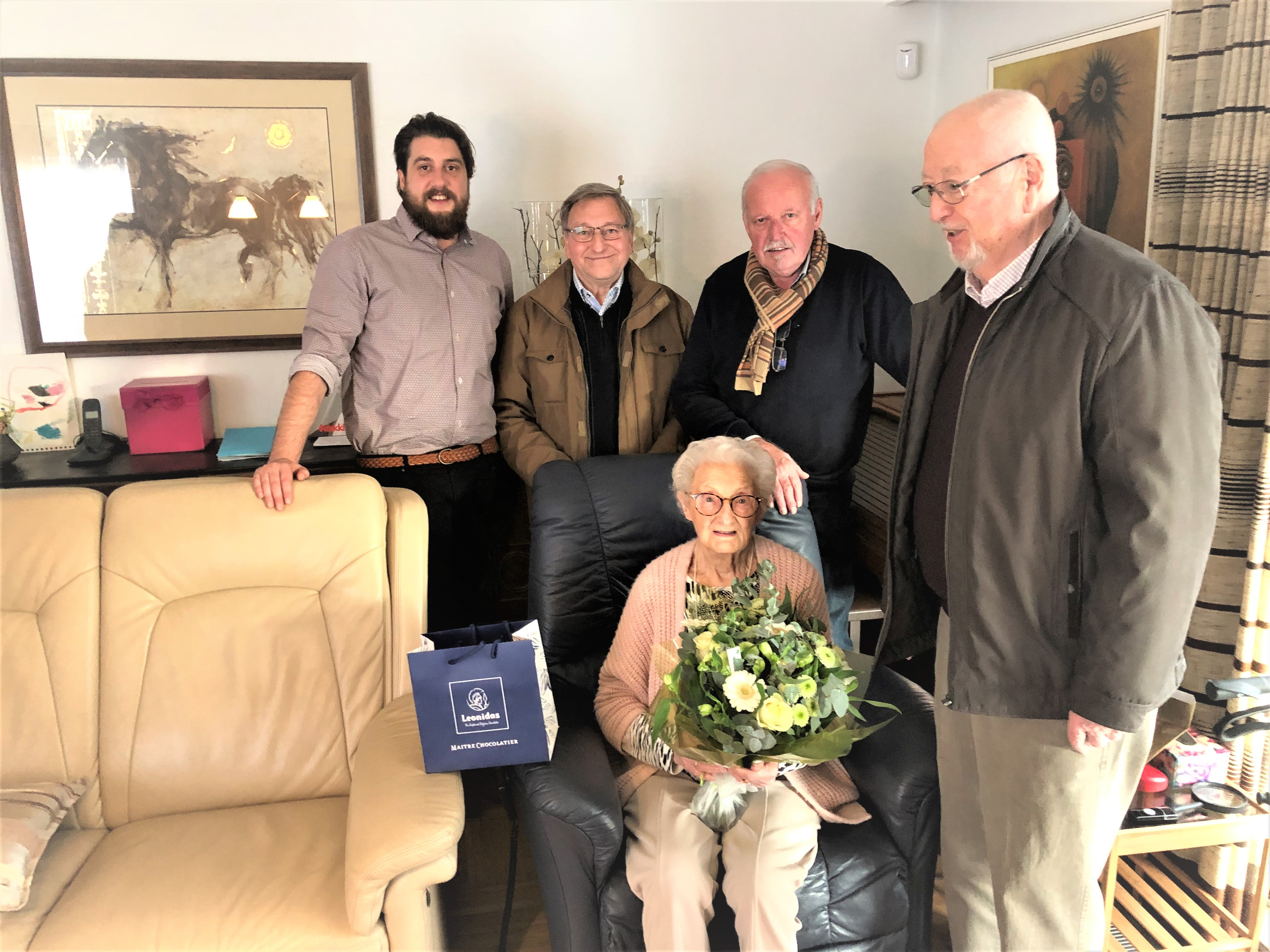 S-Plus Beringen op bezoek bij 100-jarige Maria Thielemans