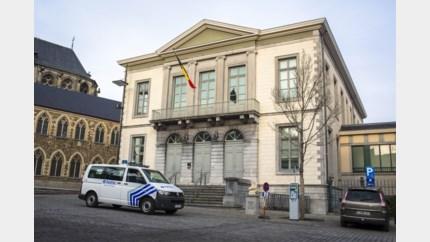 Twintiger steelt 7.000 euro uit kluis Hilfiger-winkel in Maasmechelen