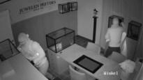 VIDEO. Dochter (17) verschuilt zich terwijl dieven juwelierszaak plunderen