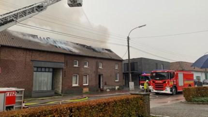 Huis in Zepperen onbewoonbaar na uitslaande dakbrand