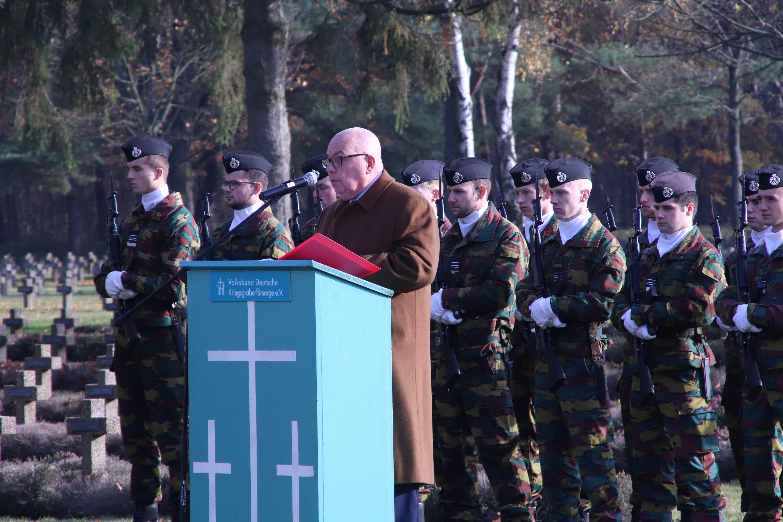 Volkstrauertag in de Duitse militaire begraafplaats
