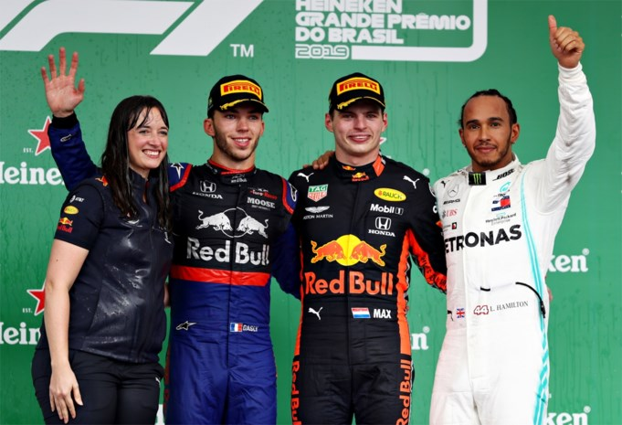 Wie was die vrouw op het podium naast Max Verstappen?