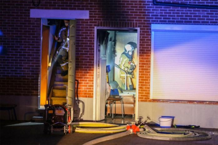 91-jarige vrouw met rookintoxicatie naar ziekenhuis na huisbrand