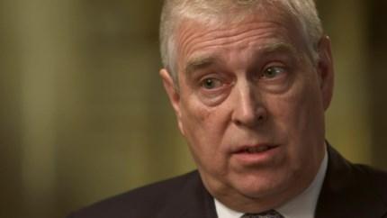 Prins Andrew doet stap terug na Epstein-schandaal