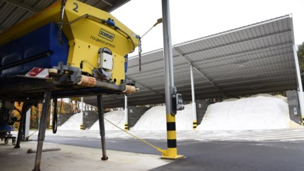 Daar zijn de gladde wegen weer: al 200 ton zout gestrooid in Limburg