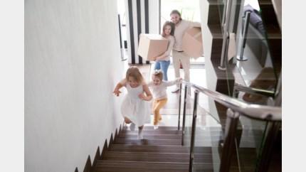 Jonge gezinnen trekken minder vaak weg uit Hasselt en Genk