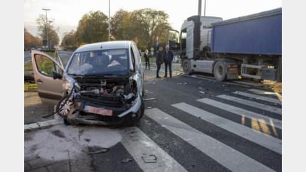 Jonge bestuurder raakt zwaargewond
