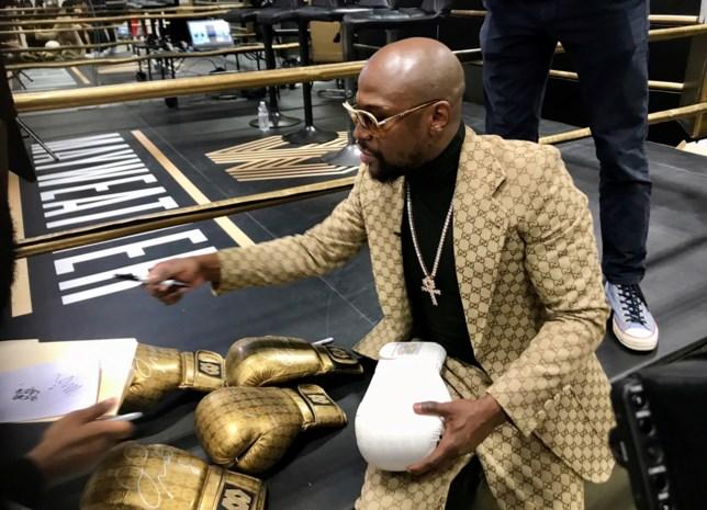 Eén miljard dollar, 42 jaar oud en toch denkt bokslegende na over terugkeer