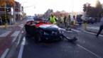 Brandweer haalt slachtoffer uit auto na zware klap in Lanklaar