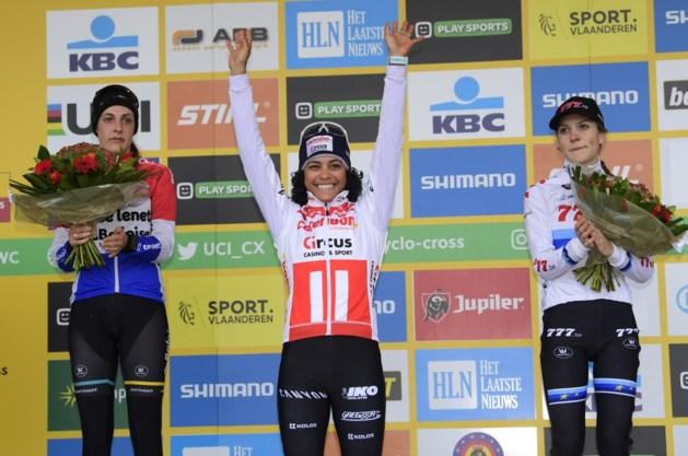 Ceylin del Carmen Alvarado wint eerste elitecross in Koksijde, hele podium is Nederlands