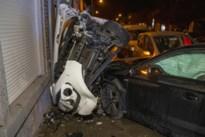 Bestuurder verliest controle over stuur: vijf wagens beschadigd