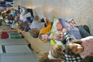 Leerlingen van De Lettermolen vormen leestrein