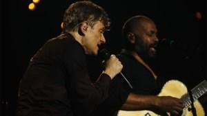 Bart Peeters herdenkt Robert Mosuse met nieuwe versie van 'She Goes Nana'