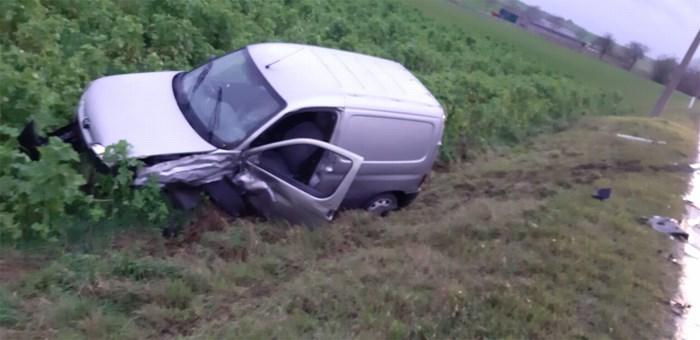 """Auto in gracht: """"Verrast door wind"""""""