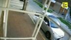 Carjackers willen gezin van auto wegsleuren, maar jongen (8) vecht keihard terug