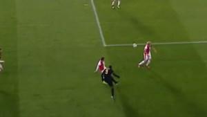 Is het Messi? Is het De Bruyne? Nee, het is Lukaku met een assist waar je naar kan blijven kijken