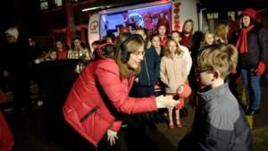 Qmusic-dj's wekken Hasseltse kinderen na slaapfeestje op school
