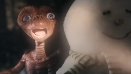 E.T. is terug! Geliefd buitenaards wezen duikt op in hartverwarmende kerstreclame