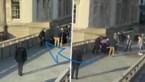 Dit is het moment waarop politie vermoedelijke aanvaller ontwapent en overmeestert op London Bridge