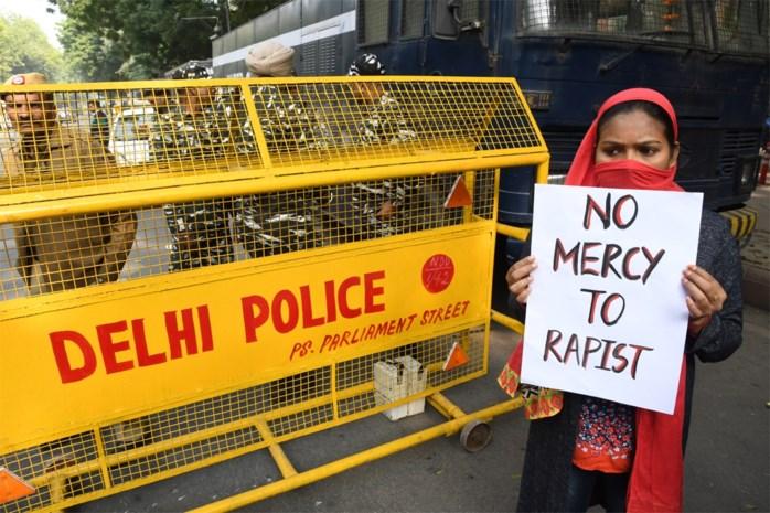 Mannen 'helpen' jonge vrouw met kapotte scooter, verkrachten haar en steken lichaam in brand in India