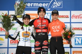 Eindelijk nog eens een Belgische zege: Laura Verdonschot pakt de bloemen in Mol