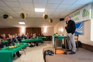 Pierre Denier lokt vol buurthuis met dialectvoordracht