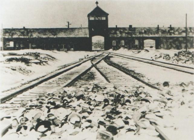 Ook bol.com stopt verkoop Auschwitz-decoratie