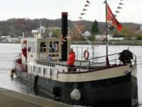 Sint en zijn pieten komen aan met de boot
