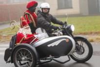 Sint komt met een zijspan naar de Hoeksteen in Korspel