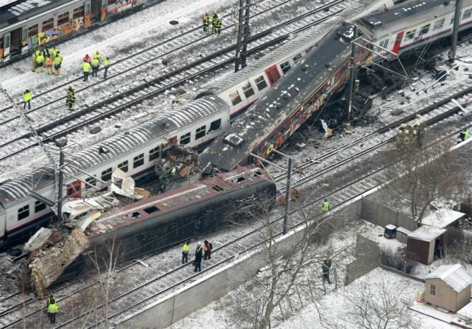 """Politierechtbank over treinramp Buizingen: """"Zwaarste fouten bij NMBS en Infrabel"""""""