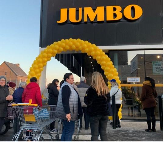 Dertiger wordt onwel tijdens openingsdrukte Jumbo
