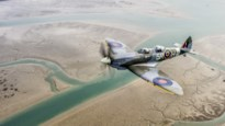 Van het Vrijheidsbeeld tot de piramides: 76 jaar oude Spitfire vliegt de wereld rond