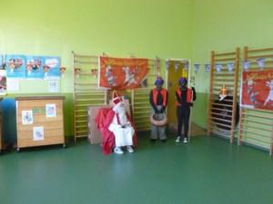 Kinderen 't Leer-rijk vinden kleren van de Sint terug