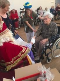 Bezoek van Sinterklaas en Zwarte Piet in het Clarenhof