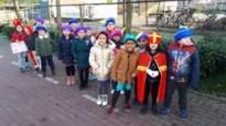 Sint brengt bezoekje aan De Sprong met schoolbus