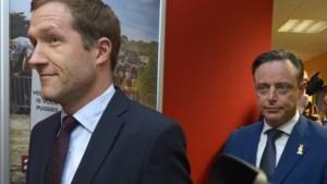 Informateur Paul Magnette (PS) ging zaterdagavond op bezoek bij Bart De Wever (N-VA)