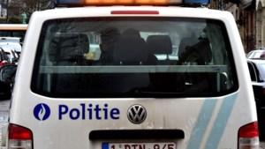 Auto rijdt door Maaseik met minderjarige passagier op dak