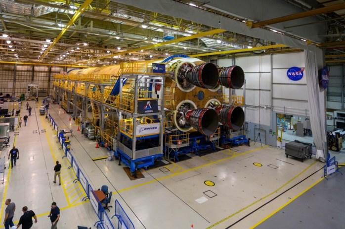 Eerste trap van eerste nieuwe Amerikaanse Maanraket klaar