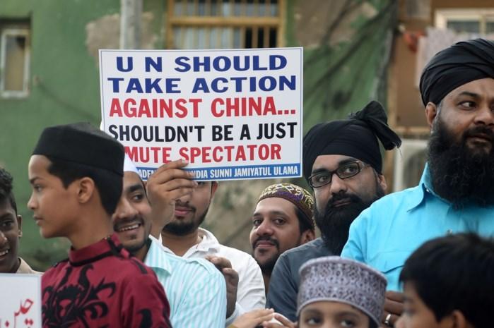 """China verdedigt zich voor """"opleidingskampen"""" waar miljoen moslims opgesloten zitten"""