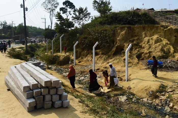 Bangladesh zet prikkeldraad rond kampen met Rohingyavluchtelingen