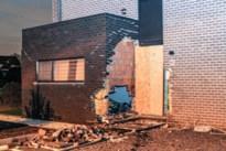 Huis zwaar beschadigd nadat auto zich in gevel boort