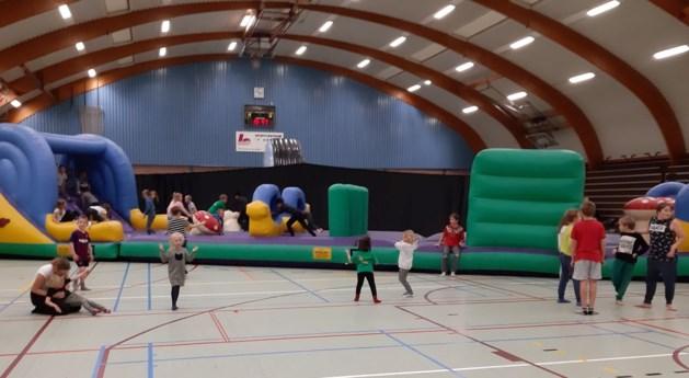 400 kinderen genieten van geslaagde Binnenspeeldag