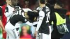 Fans bestormen Cristiano Ronaldo, eentje krijgt de Juventus-ster boos