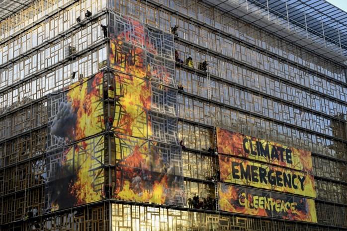 Greenpeace zet gebouw Europese Raad in vuur en vlam