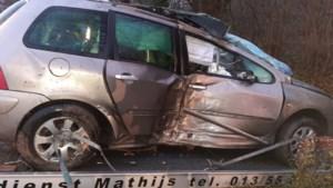Auto gaat uit de bocht: vrouw gewond
