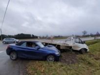 Brandweer bevrijdt vrouw in cabrio na ongeval in Bree