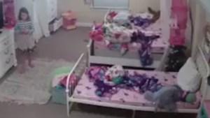 """Meisje (8) schrikt zich rot wanneer een stem plots """"ik ben de Kerstman"""" zegt in haar lege slaapkamer"""